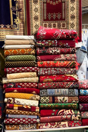 Market Stall「Rugs on market stall, Al-Balad, Old town, Jeddah, Saudi Arabia, Middle East」:スマホ壁紙(0)