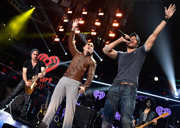 Enrique Iglesias - Singer「Z100's Jingle Ball 2013 Presented by Aeropostale - Show」:写真・画像(15)[壁紙.com]