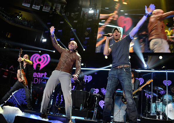 Enrique Iglesias - Singer「Z100's Jingle Ball 2013 Presented by Aeropostale - Show」:写真・画像(14)[壁紙.com]