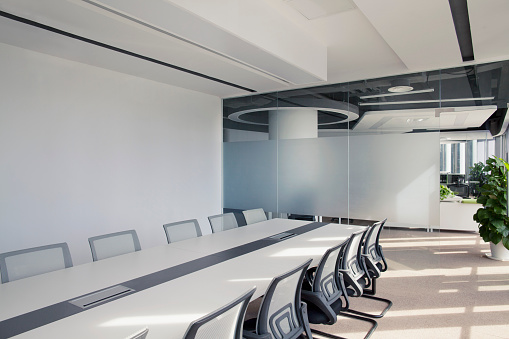Clean「View of sunny conference room table and chairs」:スマホ壁紙(1)
