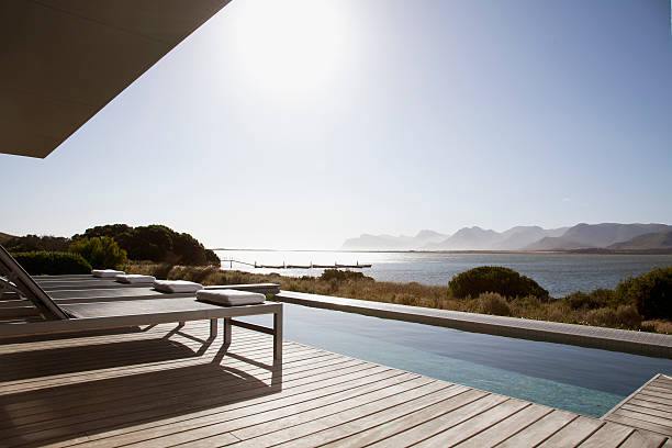 View of sun shining on lake from patio with swimming pool:スマホ壁紙(壁紙.com)