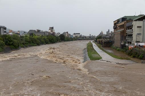 Flood「Torrential rain in Kyoto」:スマホ壁紙(1)