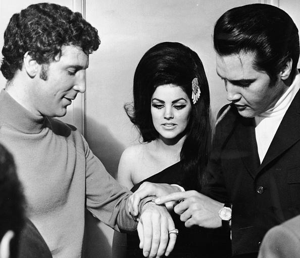 エルヴィス・プレスリー「Tom Jones With Elvis And Priscilla Presley」:写真・画像(17)[壁紙.com]