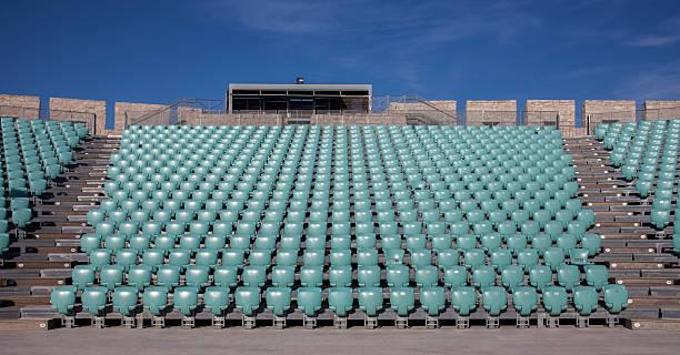 Empty chairs in outdoor amphitheater:スマホ壁紙(壁紙.com)