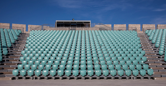 Stadium「Empty chairs in outdoor amphitheater」:スマホ壁紙(14)