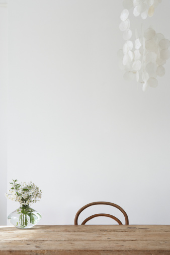 Vase「Empty chair and vase on table」:スマホ壁紙(4)