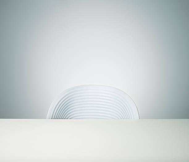 Empty chair:スマホ壁紙(壁紙.com)