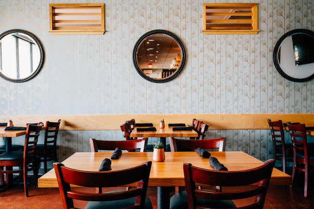 Empty chairs and tables in cafe:スマホ壁紙(壁紙.com)
