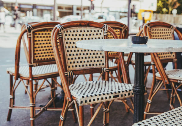 Empty chairs in a restaurant on the streets of Paris:スマホ壁紙(壁紙.com)