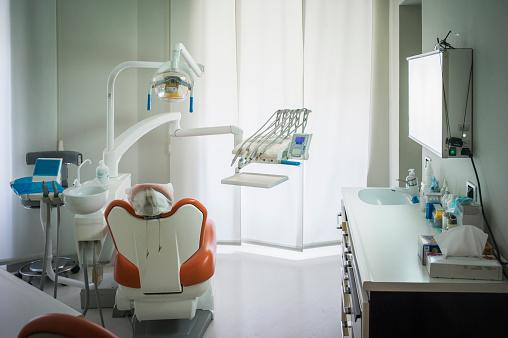 Pain「Empty chair in office of dentist」:スマホ壁紙(12)