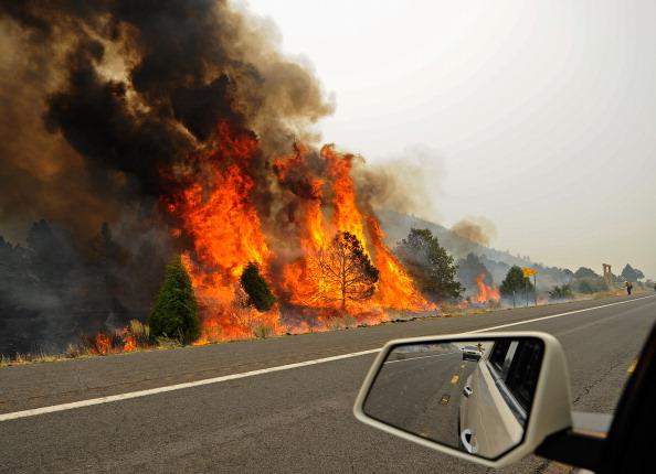 Arizona「Massive Arizona Wildfire Spreads, Threatening Nearby Towns」:写真・画像(5)[壁紙.com]
