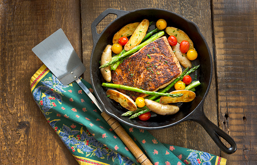 Cast Iron「Roast Salmon and Vegetables in a Cast-Iron Pan.」:スマホ壁紙(17)