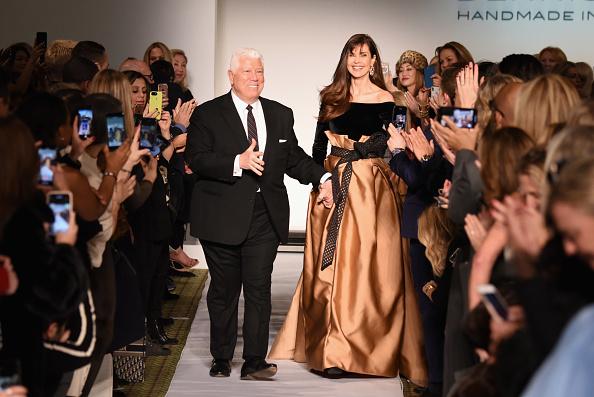 ミッドタウンマンハッタン「Dennis Basso - Runway - February 2019 - New York Fashion Week」:写真・画像(7)[壁紙.com]