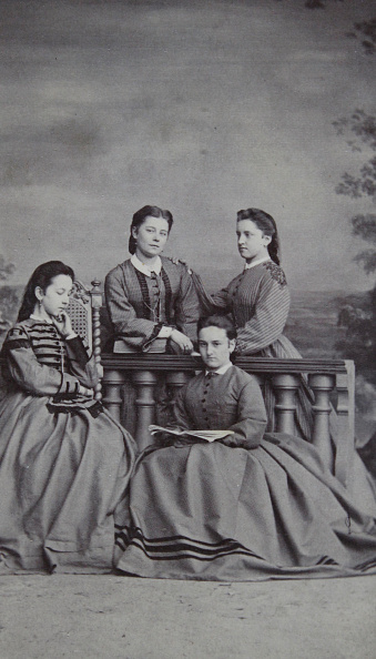 Architectural Feature「Four Young Girls About 20 Years Old Around A Studio Balustrade. Plain Figure. About 1875; Carte De Visite Photograph By August-Red.; Linz [Johannisgasse No. 1351 At Weyrhofe].」:写真・画像(8)[壁紙.com]