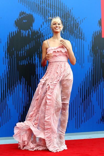 Alternative Pose「The Franca Sozzani Award - 74th Venice Film Festival」:写真・画像(4)[壁紙.com]