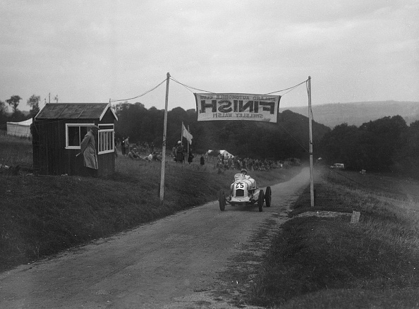 Racecar「Unidentified offset single-seater car finishing the Shelsley Walsh Hillclimb, Worcestershire, 1935」:写真・画像(15)[壁紙.com]