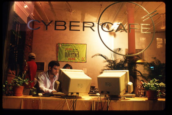 Internet「Computer Cafes In New York City」:写真・画像(9)[壁紙.com]