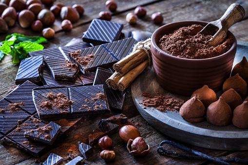 Gourmet「Preparing homemade chocolate truffles」:スマホ壁紙(5)