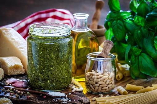 Pine Nut「Preparing homemade pesto sauce」:スマホ壁紙(16)