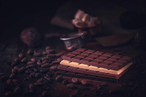 セレクティブフォーカス「自家製の良い品質チョコレート バーを準備します。」:スマホ壁紙(19)