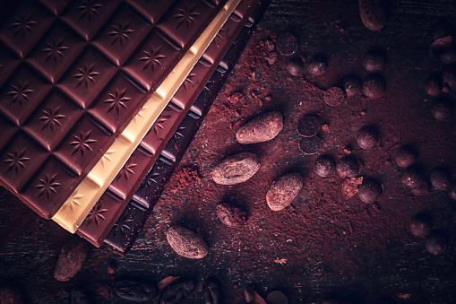 セレクティブフォーカス「自家製の良い品質チョコレート バーを準備します。」:スマホ壁紙(13)