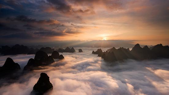 Mountain Peak「Sunrise over the clouds」:スマホ壁紙(8)