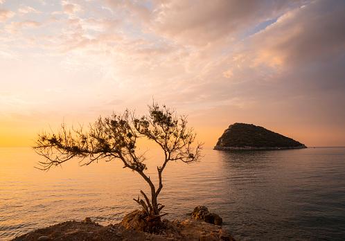 ピンク色「Sunrise Over Mediterranean Sea, Antalya」:スマホ壁紙(5)