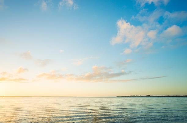 Sunrise over sea:スマホ壁紙(壁紙.com)