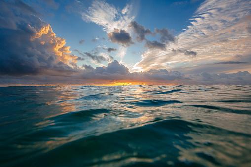 Queensland「Sunrise over the Pacific ocean」:スマホ壁紙(15)