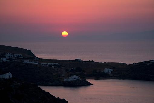 Aegean Sea「Sunrise over Stavros Farou in Southeastern Sifnos; Sifnos, Cyclades, Greek Islands, Greece」:スマホ壁紙(16)