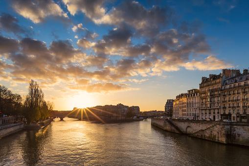 Ile-de-France「Sunrise over the Pont d'Arcole, Paris, France」:スマホ壁紙(5)
