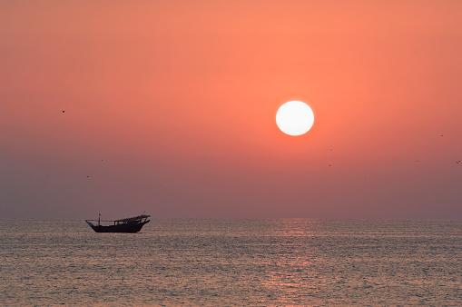 アラビア海「Sunrise over Gulf of Oman」:スマホ壁紙(16)