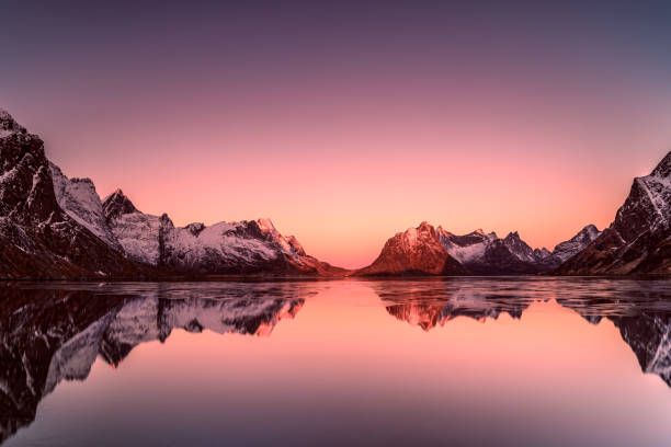 Sunrise over mountains, Lofoten, Norway:スマホ壁紙(壁紙.com)