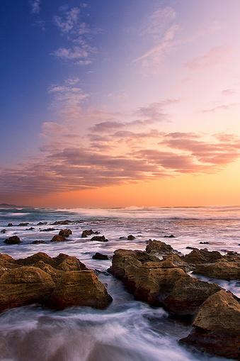 波「Sunrise over the sea - Cape Vidal, South Africa.」:スマホ壁紙(1)