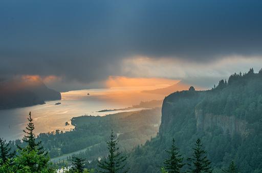 Basalt「Sunrise Over Crown Point at Columbia River Gorge」:スマホ壁紙(9)