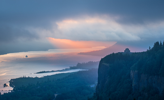 Columbia River Gorge「Sunrise Over Crown Point at Columbia River Gorge」:スマホ壁紙(5)