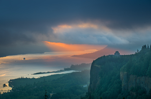 Basalt「Sunrise Over Crown Point at Columbia River Gorge」:スマホ壁紙(0)