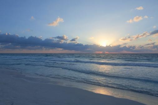 海「Sunrise over the ocean」:スマホ壁紙(5)