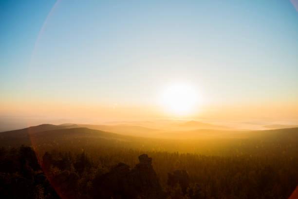 Sunrise over hills in remote landscape:スマホ壁紙(壁紙.com)