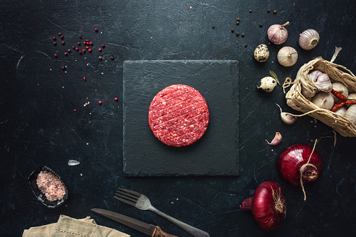 Onion「Raw minced beef burgers with spices layout」:スマホ壁紙(16)