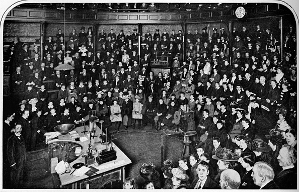 Avenue「A lecture at the Royal Institution, London, c1903 (1903)」:写真・画像(19)[壁紙.com]