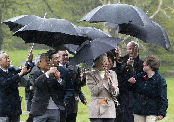 Umbrella「Japan's Emperor Akihito Visits Ireland」:写真・画像(14)[壁紙.com]