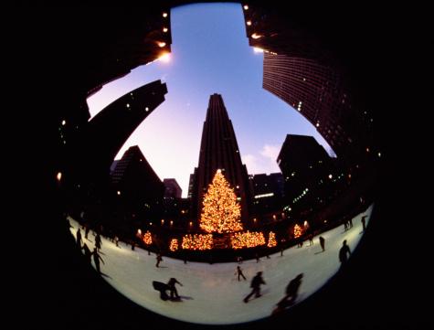 Skating「Rockefeller Center skating rink at Christmas time, New York City, New York, USA.」:スマホ壁紙(12)