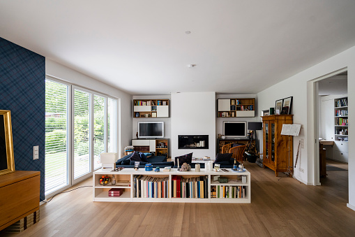 French Doors「Empty living room of a haose」:スマホ壁紙(18)