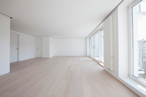 Hardwood Floor「Empty living room in modern apartment」:スマホ壁紙(1)