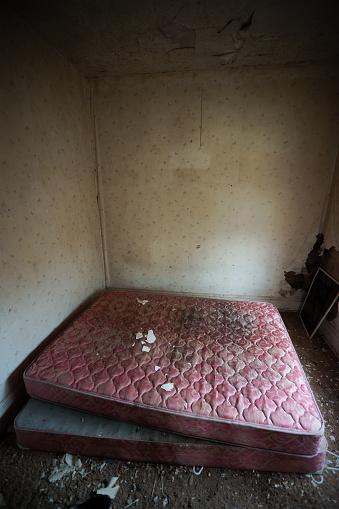 Unhygienic「Abandoned bedroom.」:スマホ壁紙(18)