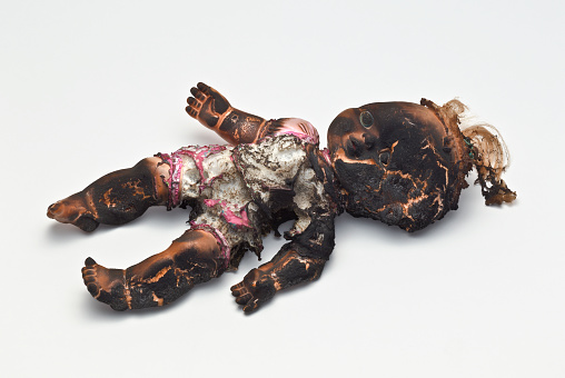 Doll「Burned plastic doll」:スマホ壁紙(2)