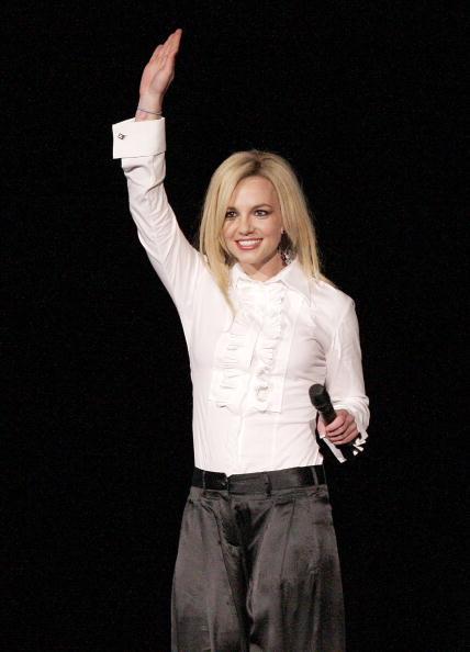 White Blouse「Madonna Performs at Dodger Stadium」:写真・画像(9)[壁紙.com]