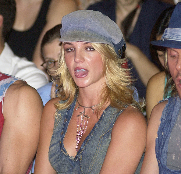 Mercedes-Benz Fashion Week「Britney Spears at House of Field Spring/Summer 2003 Collection」:写真・画像(19)[壁紙.com]