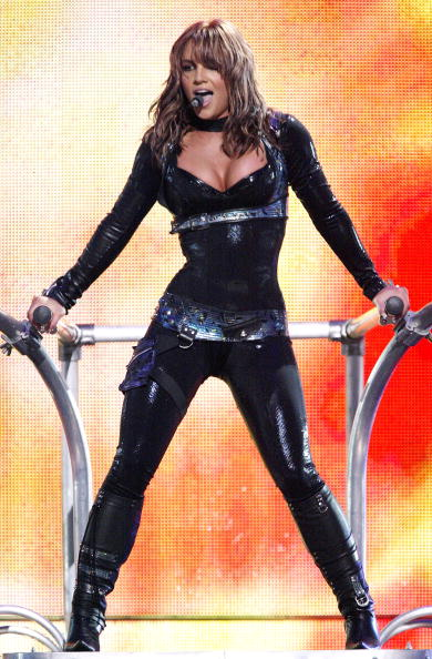 Bangs「Showtime Presents Britney Spears Live In Miami」:写真・画像(2)[壁紙.com]